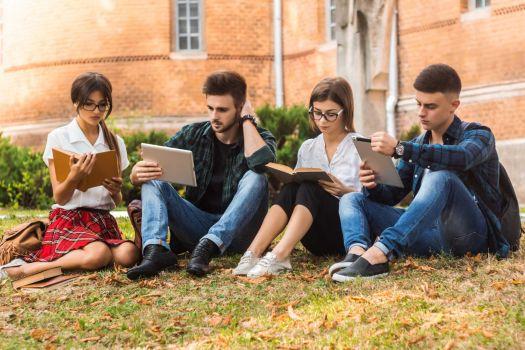 الإقامة للطلبة وخدمات السفر