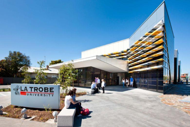 جامعة لاتروب – تحديث برنامج المنح الدراسية