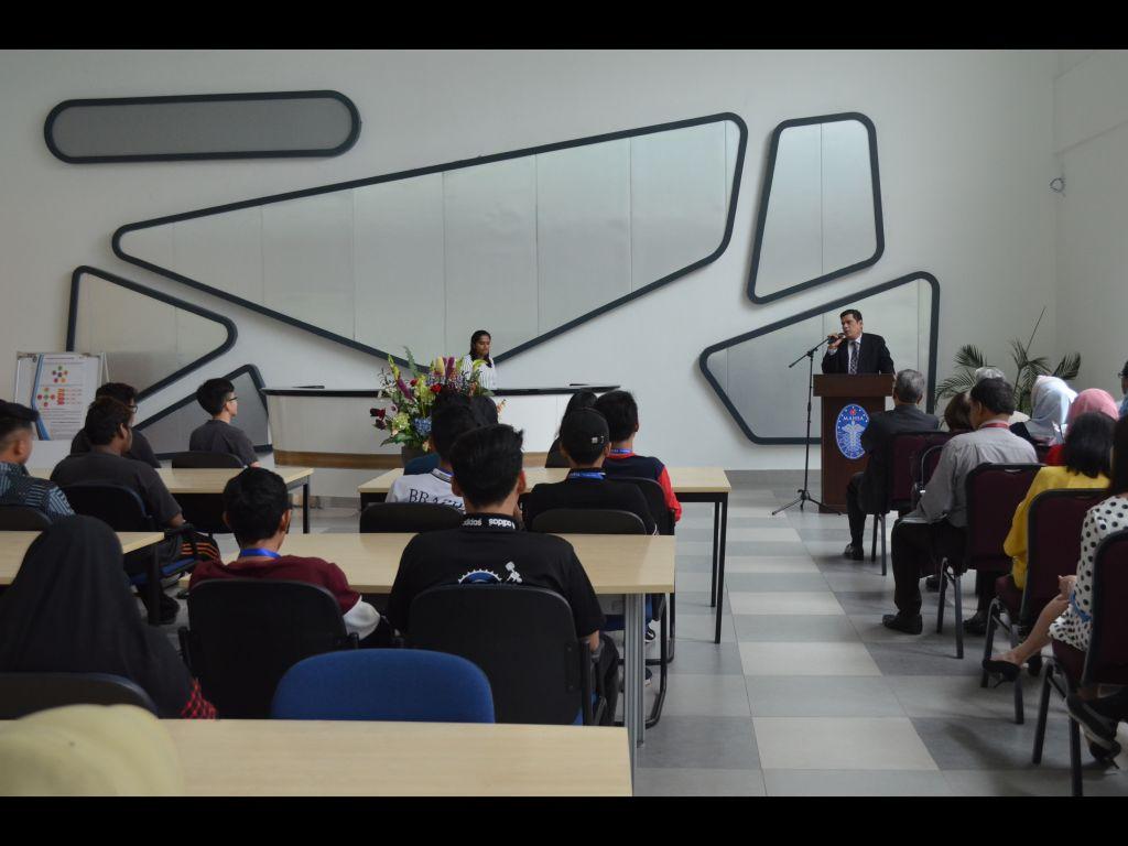 Mahsa University student class